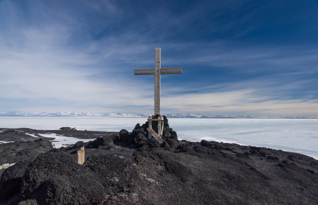 Memorial cross above Cape Evans